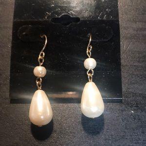 Jewelry - ⭐️bundle only⭐️ faux pearl dangle earrings